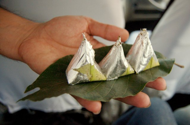 Paan,_(betel_leaves)_being_served_with_silver_foil,_India