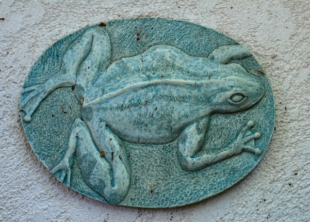 frog plaque outside-010 small